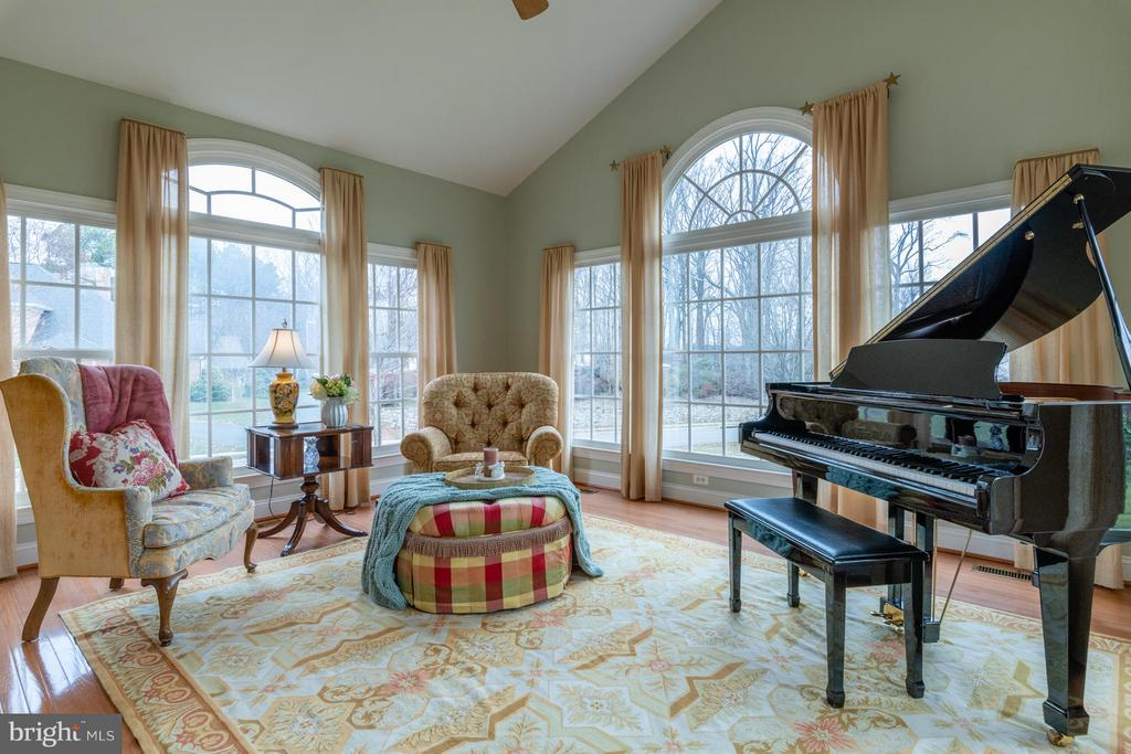 Sun Room with Cathedral Ceilings - 3013 ROSE CREEK CT, OAKTON