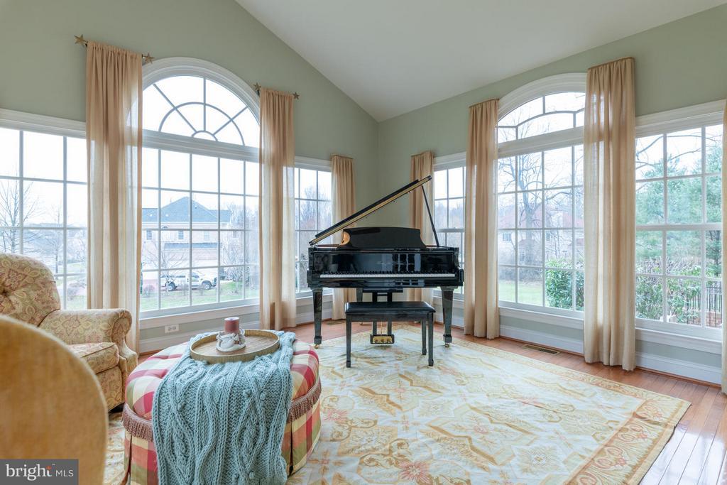 Sun Room with Palladium Windows - 3013 ROSE CREEK CT, OAKTON