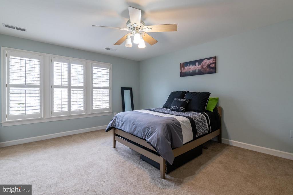 Bedroom Two with Private En-suite Bath - 3013 ROSE CREEK CT, OAKTON