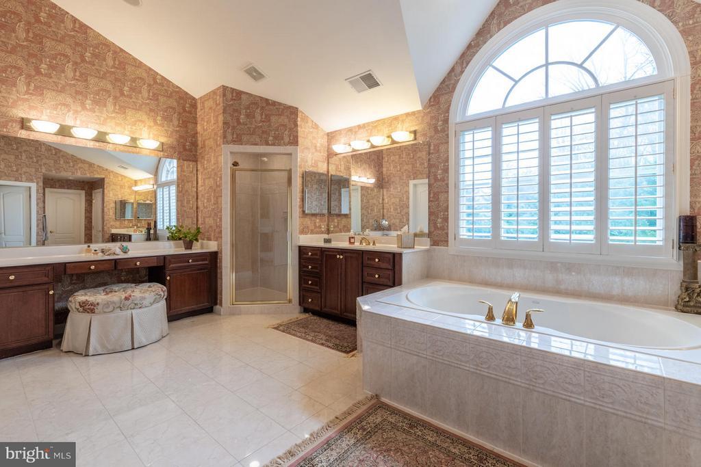 Sumptuous Master Bathroom - 3013 ROSE CREEK CT, OAKTON