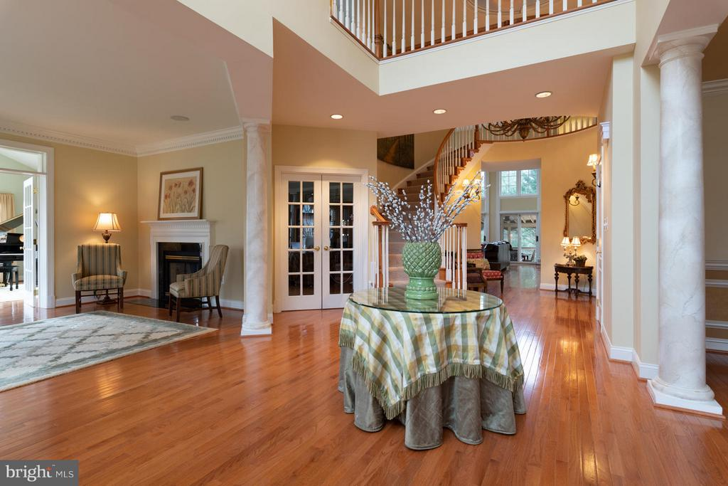 Stunning Two-story Entry Foyer - 3013 ROSE CREEK CT, OAKTON
