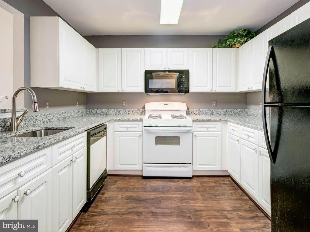 Kitchen with Granite and Newly Refinished Cabinets - 20576 SNOWSHOE SQ #302, ASHBURN