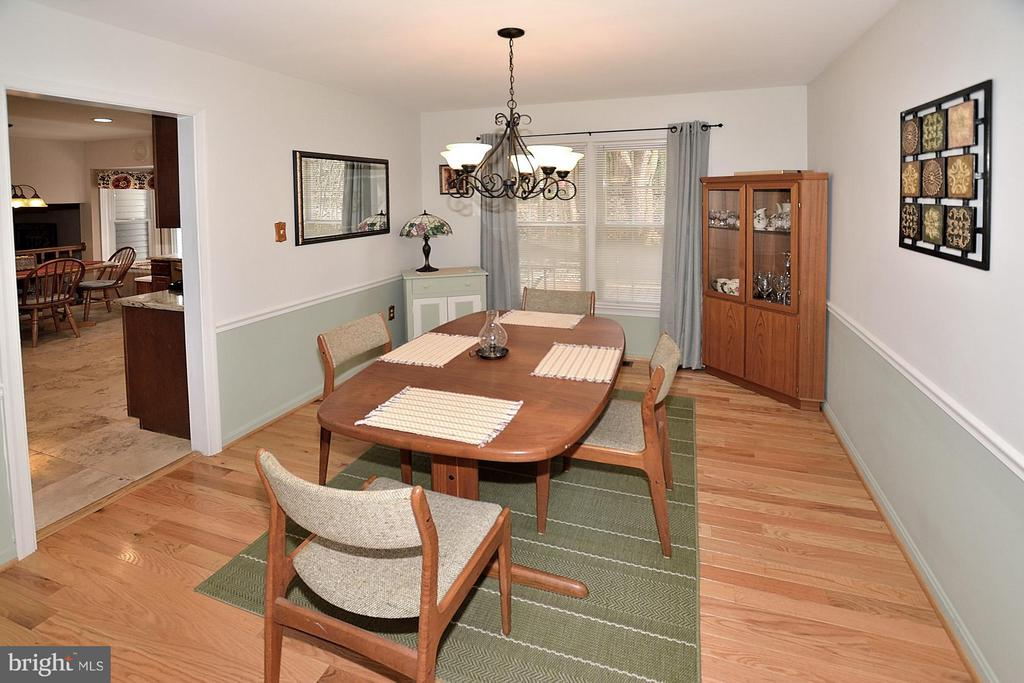 DINING ROOM WITH HARDWOOD FLOORS - 9200 MACSWAIN PL, SPRINGFIELD