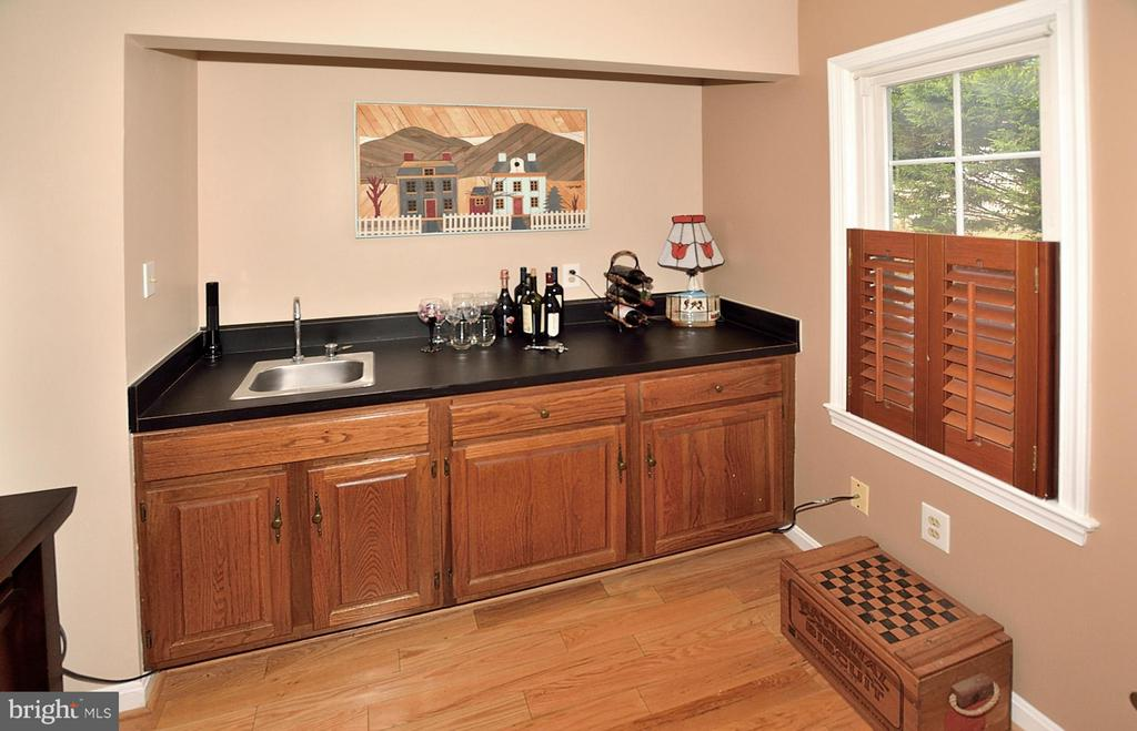 WET BAR IN REC ROOM - 9200 MACSWAIN PL, SPRINGFIELD