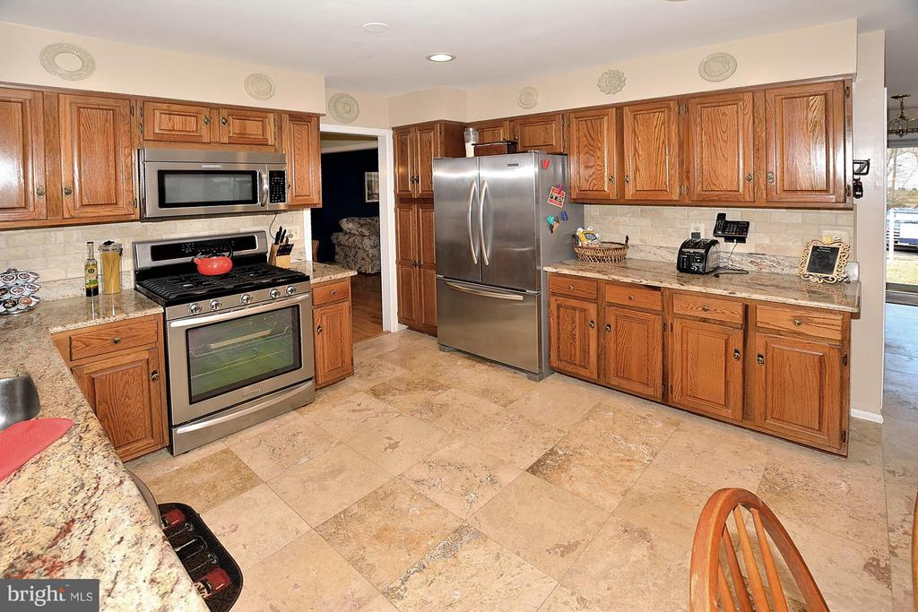 STAINLESS APPLIANCES, GRANITE TOPS - 9200 MACSWAIN PL, SPRINGFIELD