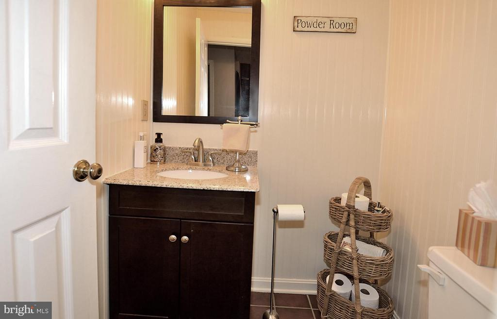 POWDER ROOM OFF OF REC ROOM - 9200 MACSWAIN PL, SPRINGFIELD
