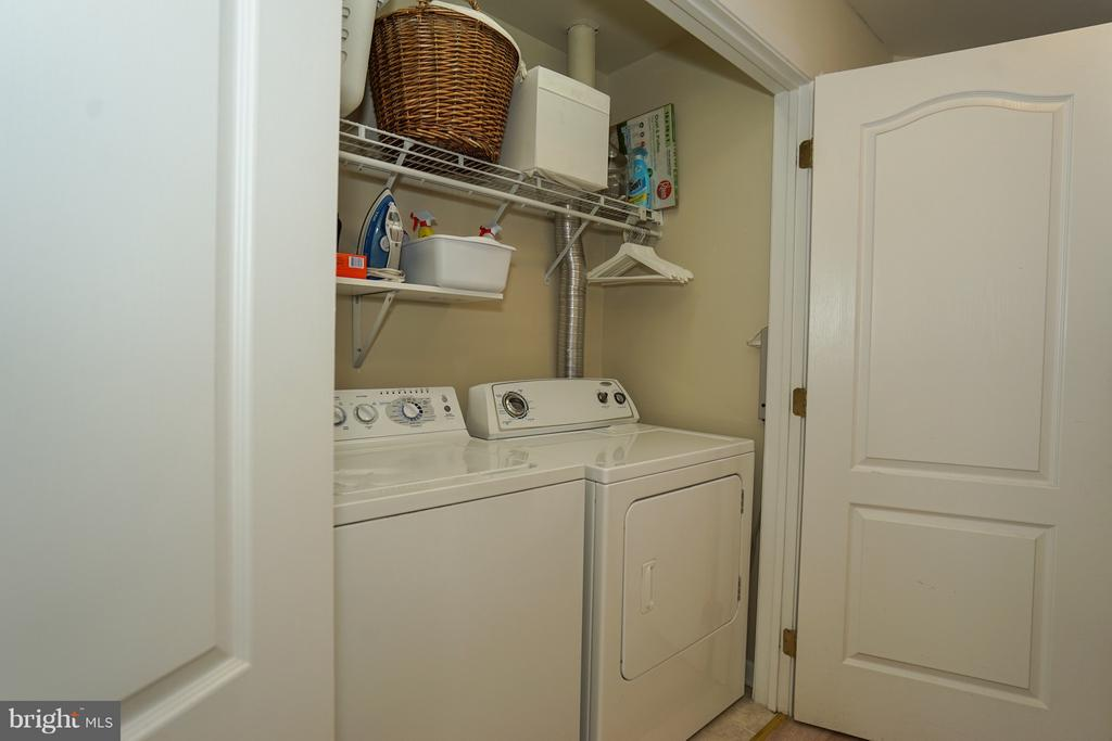 Laundry on upper level/ bedroom level - 42919 SHELBOURNE SQ, CHANTILLY