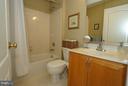 2nd full bathroom upper level - 42919 SHELBOURNE SQ, CHANTILLY
