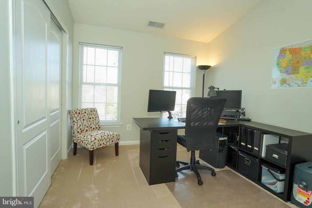3rd bedroom upper level, guest BR or office - 42919 SHELBOURNE SQ, CHANTILLY