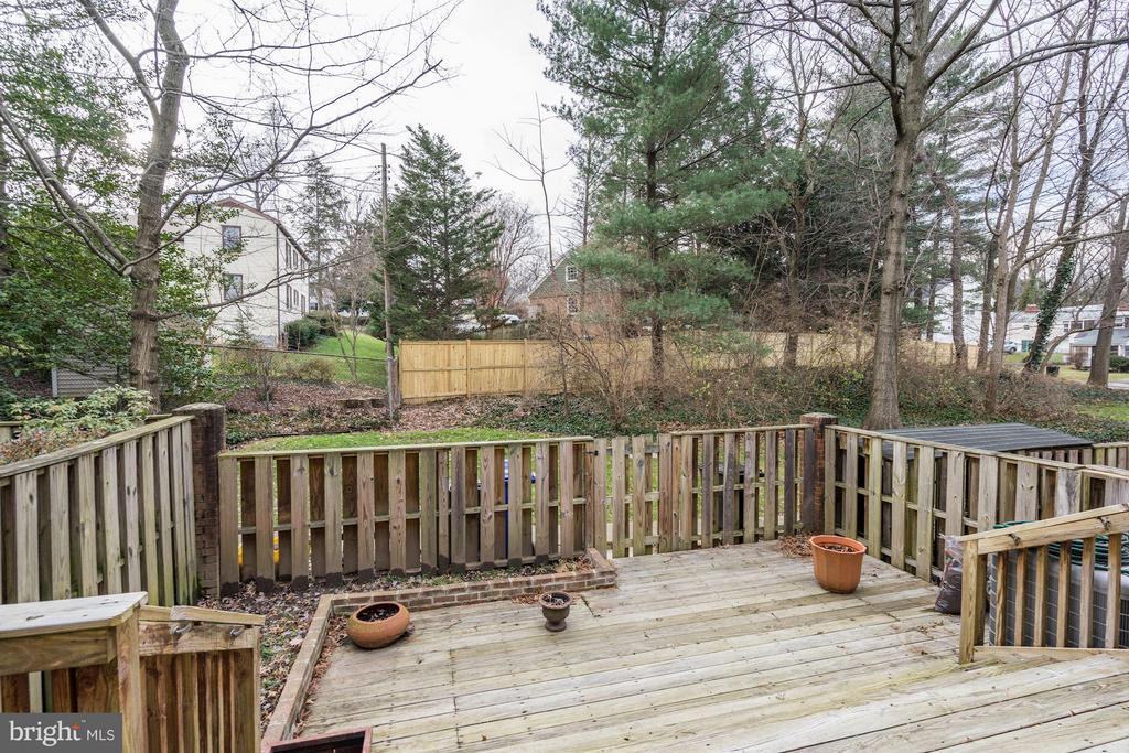 Relaxing Fenced Rear Yard - 1814 N GEORGE MASON DR, ARLINGTON