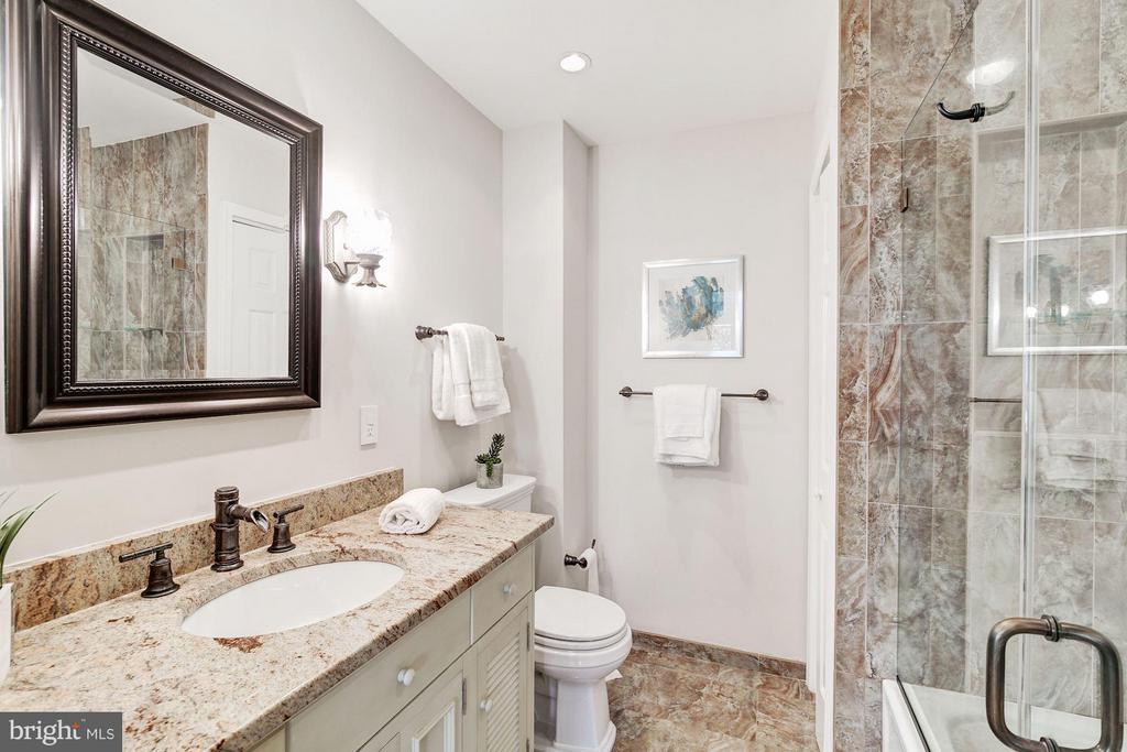 Beautifully renovated master bath - 1200 BRADDOCK PL #101, ALEXANDRIA