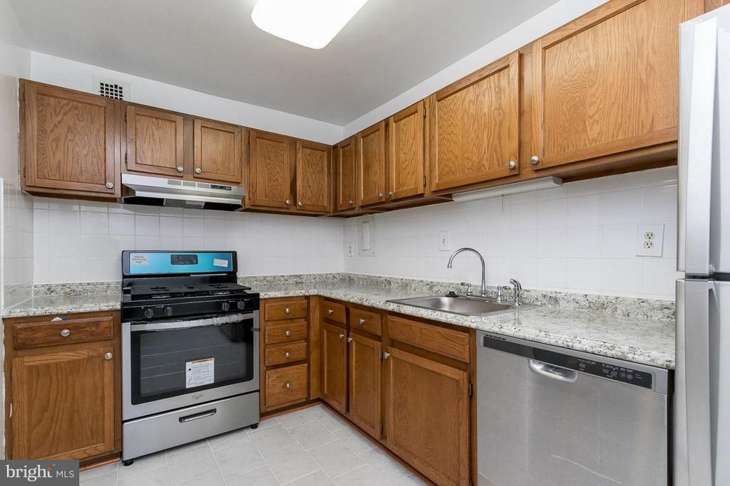 Kitchen with brand new appliances! - 5565 COLUMBIA PIKE #601, ARLINGTON