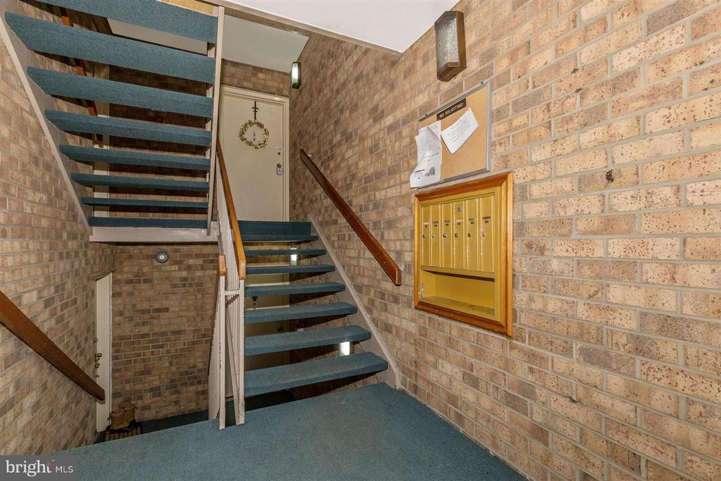 Entry 8-steps to Unit - 9904 WALKER HOUSE RD #4, GAITHERSBURG