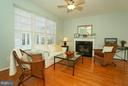 Family room with FP and floor to ceiling windows - 42919 SHELBOURNE SQ, CHANTILLY
