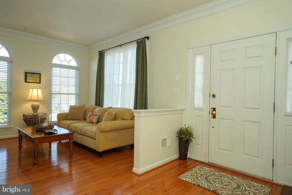 Brick end Town-home with side entry foyer - 42919 SHELBOURNE SQ, CHANTILLY