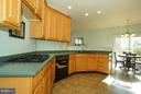 Huge open kitchen with plenty of counter space - 42919 SHELBOURNE SQ, CHANTILLY