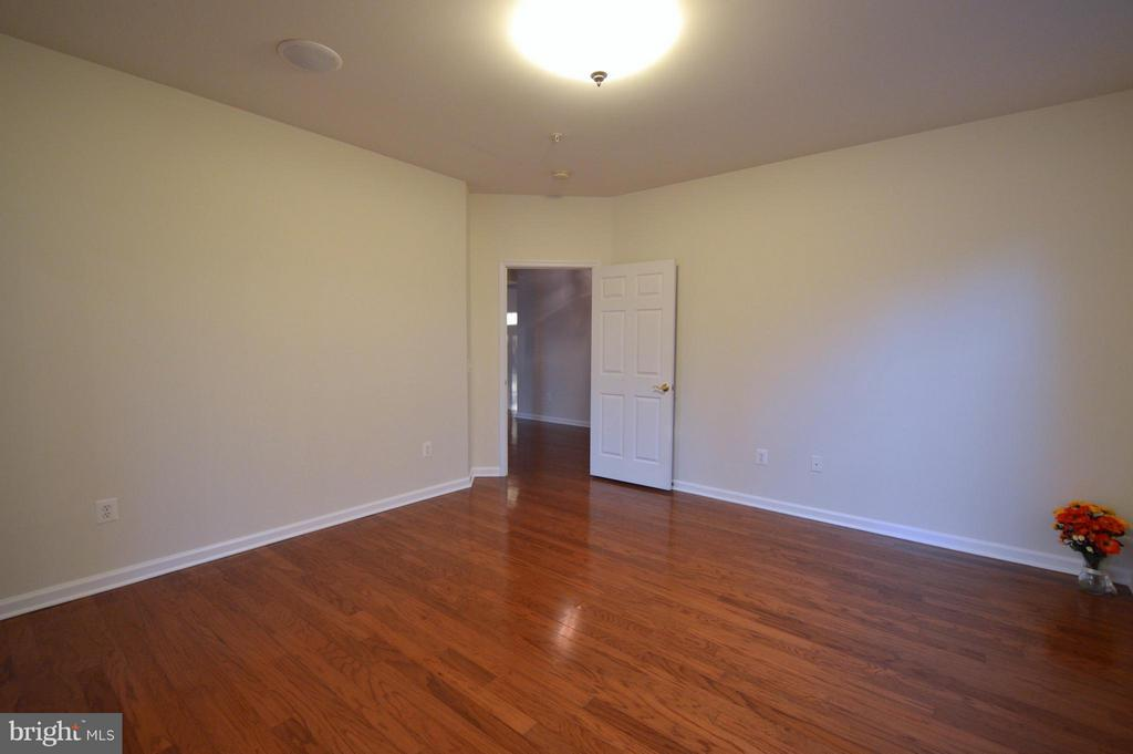 Masterbedroom #1 - 20365 BELMONT PARK TER #104, ASHBURN