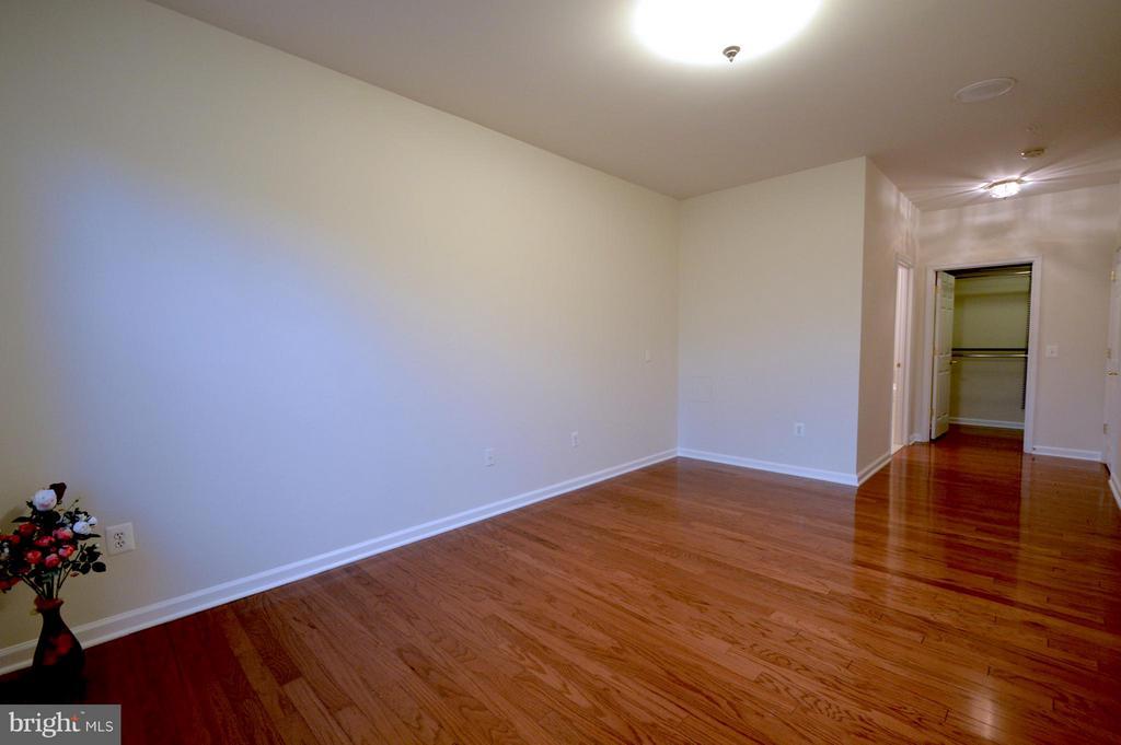 Master bedroom #2 - 20365 BELMONT PARK TER #104, ASHBURN