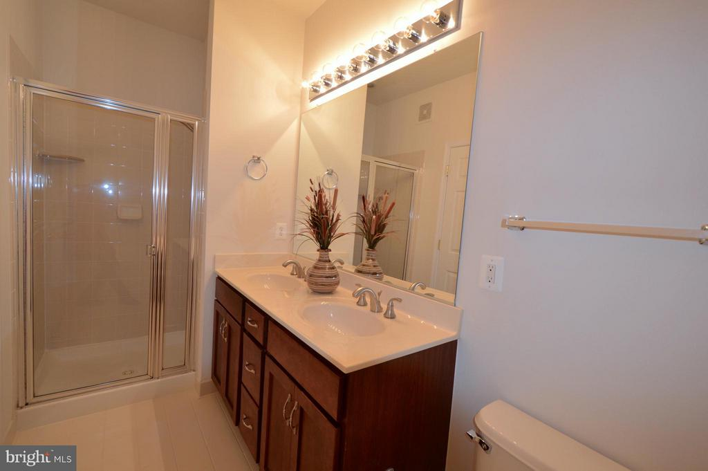 Masterbath #2 - double sink, shower and large tub - 20365 BELMONT PARK TER #104, ASHBURN