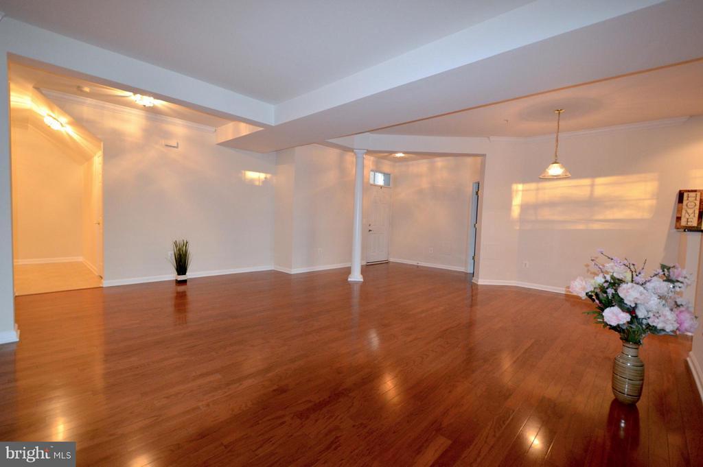 Spacious Living room - gleaming hardwood floors! - 20365 BELMONT PARK TER #104, ASHBURN