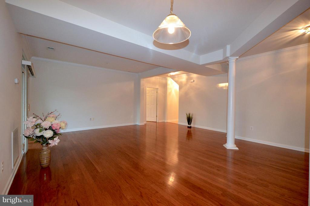 Dining room - hardwood floors - 20365 BELMONT PARK TER #104, ASHBURN