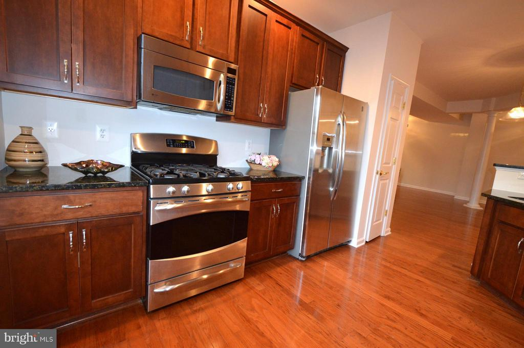 Plenty of countertop and cabinet space! - 20365 BELMONT PARK TER #104, ASHBURN
