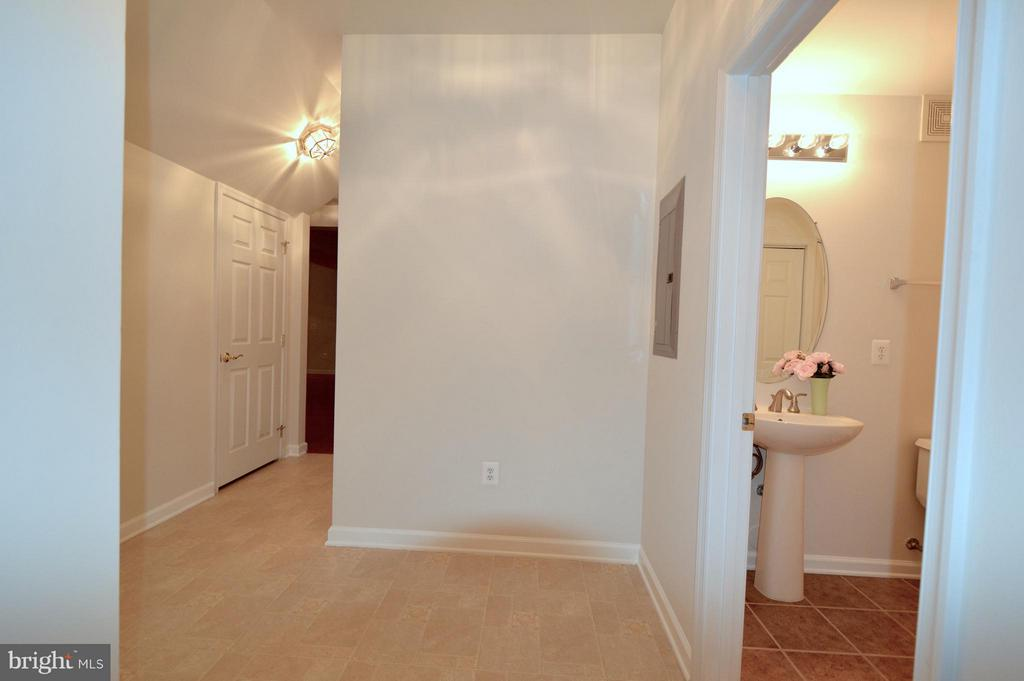 Mud room conveniently located next to garage - 20365 BELMONT PARK TER #104, ASHBURN