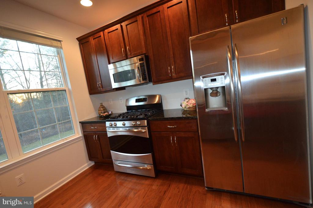 Stainless Steel appliances - 20365 BELMONT PARK TER #104, ASHBURN