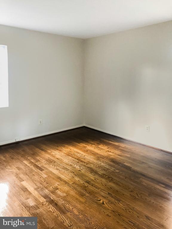 Main Level Master Bedroom - 7202 CATLETT ST, SPRINGFIELD
