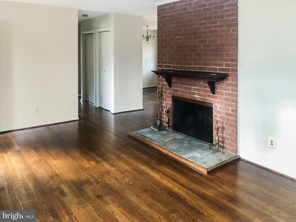 Main Level Living Room w/ Fireplace - 7202 CATLETT ST, SPRINGFIELD