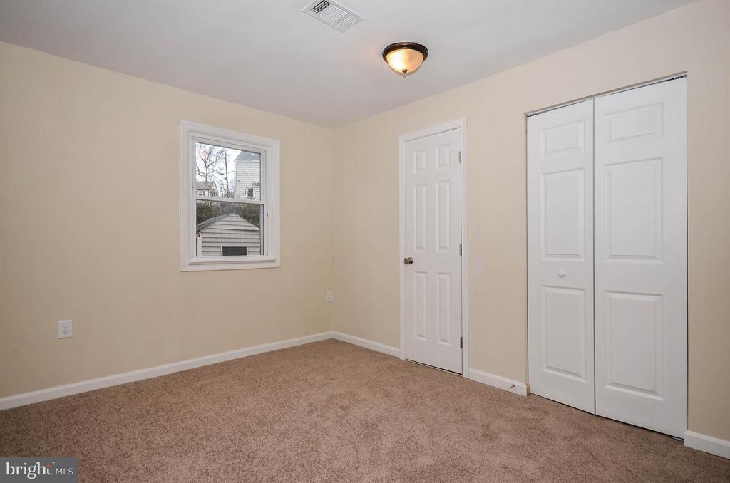 Master bedroom (main level) - 7208 KENT TOWN DR, LANDOVER