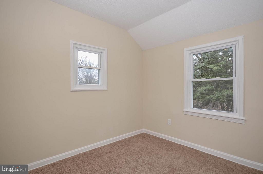 Upper level bedroom 2 - 7208 KENT TOWN DR, LANDOVER
