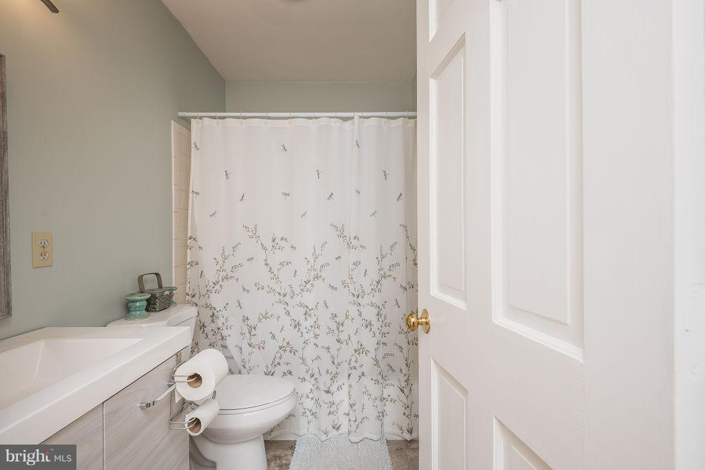 Bathroom - 6 WOODBERRY CT, FREDERICKSBURG