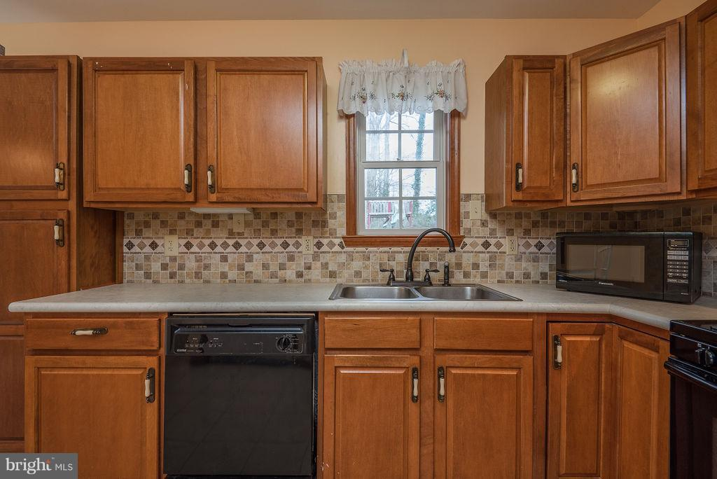 In-Law Suite/Apartment Kitchen - 6 WOODBERRY CT, FREDERICKSBURG