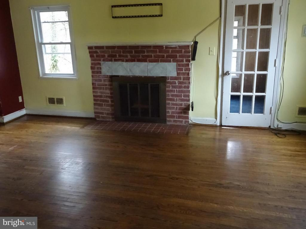 Living Room with fireplace - 3427 STANFORD ST, HYATTSVILLE