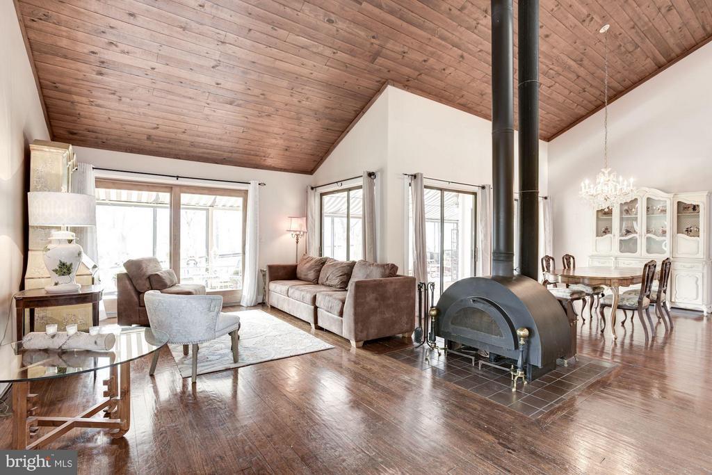 Open floor plan - 23009 COBB HOUSE RD, MIDDLEBURG