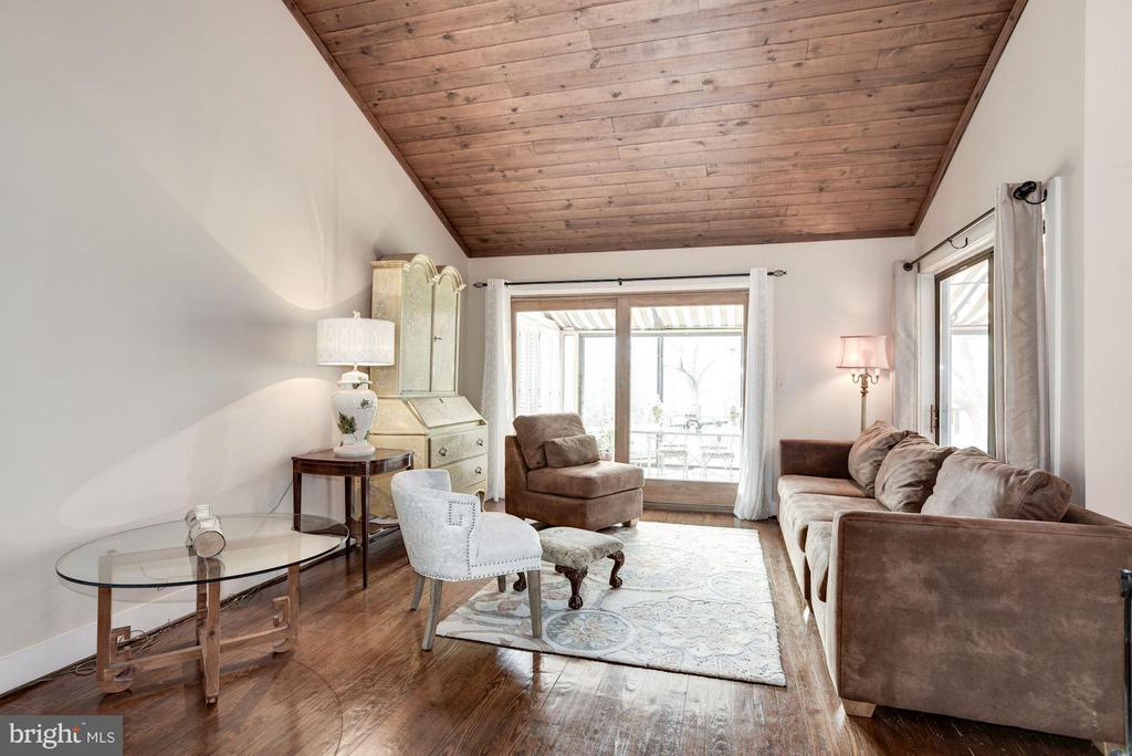 Living room/family room off kitchen - 23009 COBB HOUSE RD, MIDDLEBURG