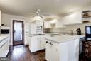 Efficient kitchen design - 23009 COBB HOUSE RD, MIDDLEBURG