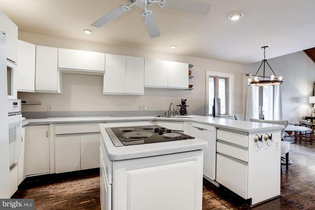 Bright and white - 23009 COBB HOUSE RD, MIDDLEBURG