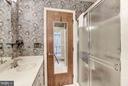 Dual vanities - 23009 COBB HOUSE RD, MIDDLEBURG