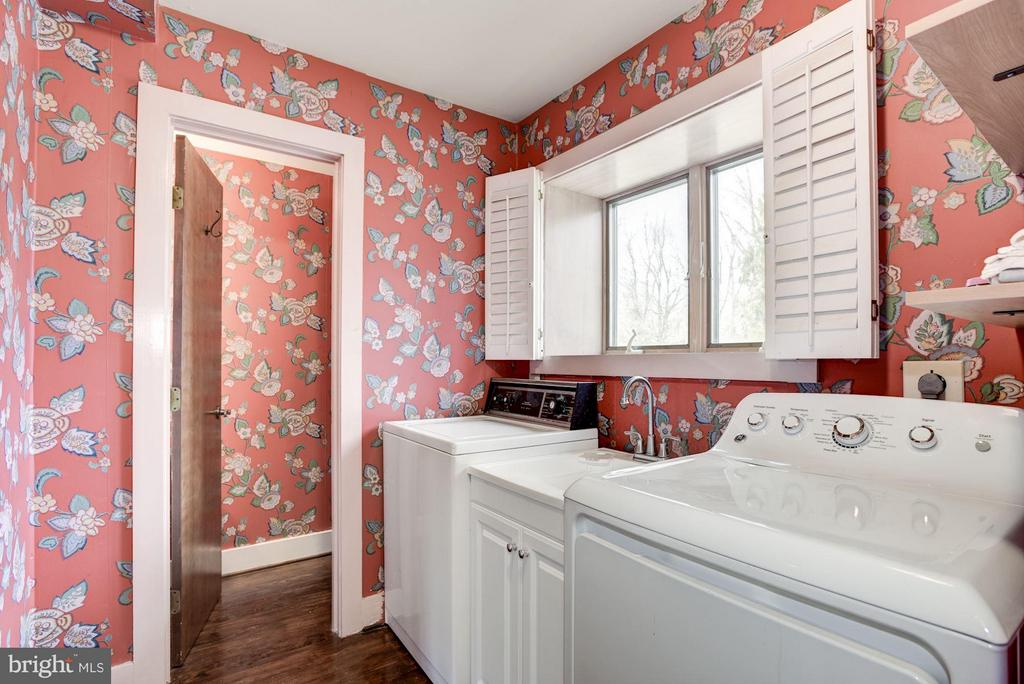 Laundry room with half  bath - 23009 COBB HOUSE RD, MIDDLEBURG