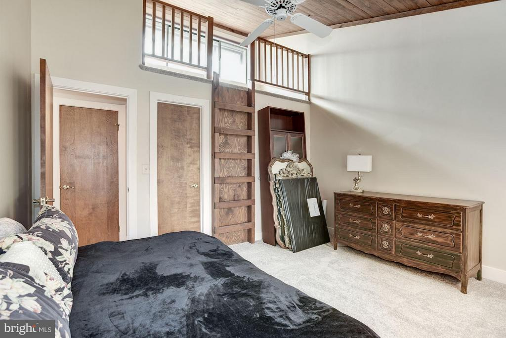 Upstairs bedroom with loft - 23009 COBB HOUSE RD, MIDDLEBURG