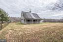 Wonderful two-stall barn! - 23009 COBB HOUSE RD, MIDDLEBURG
