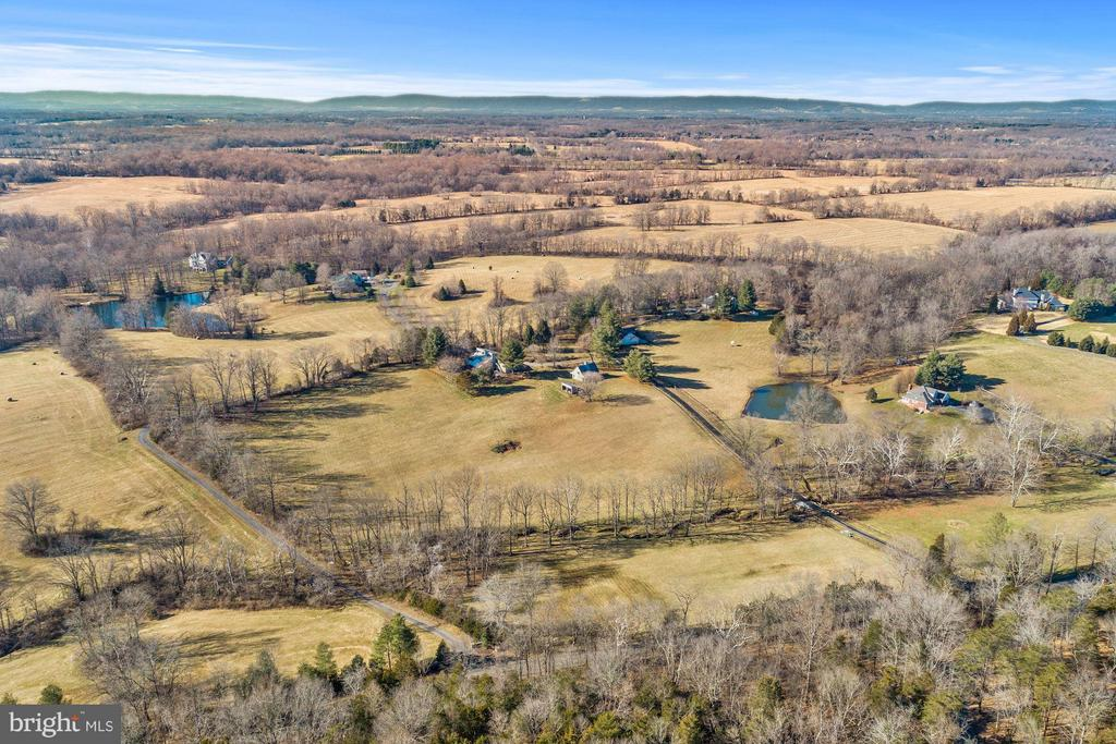 Fabulous sunrise and sunset views - 23009 COBB HOUSE RD, MIDDLEBURG