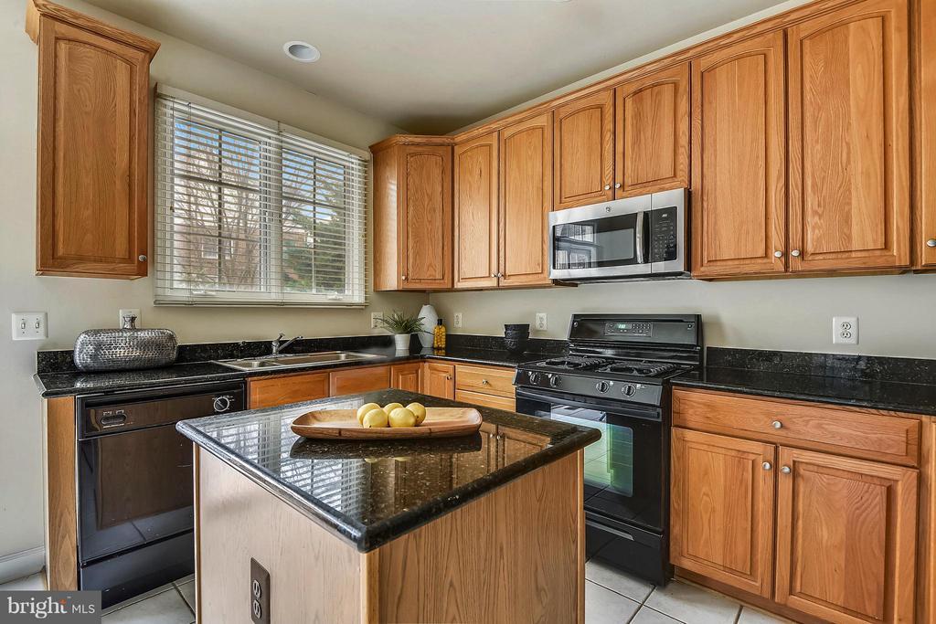 Kitchen - 1221 FIDLER LN, SILVER SPRING