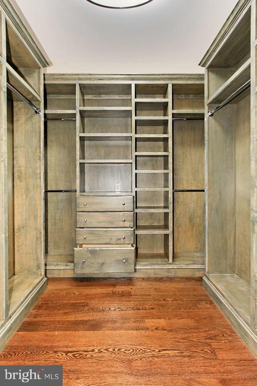 Walk In Closet - 105 POPLAR LN, OCCOQUAN