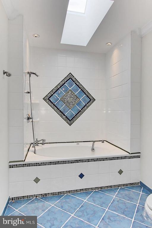 Bath - 105 POPLAR LN, OCCOQUAN