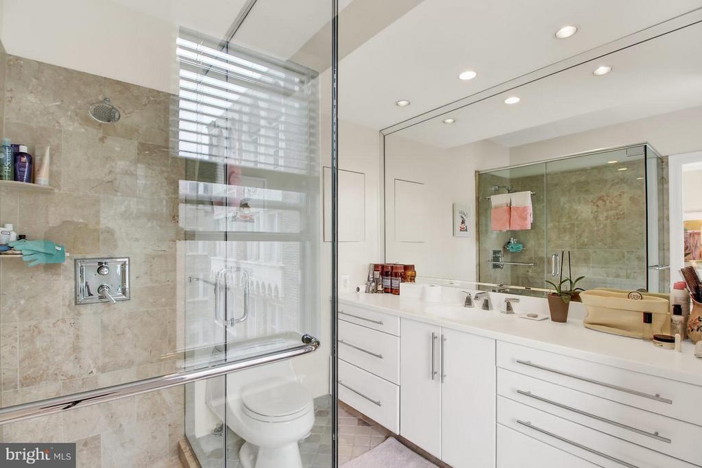 Master bath - 4000 CATHEDRAL AVE NW #704B, WASHINGTON