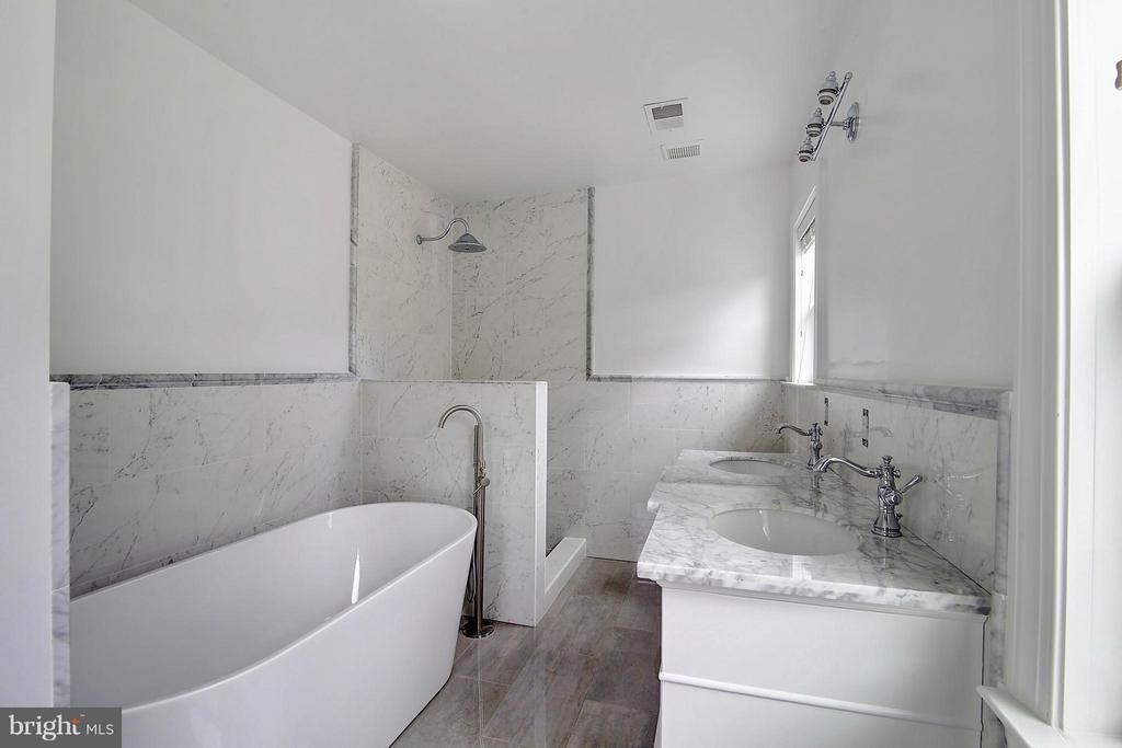 Master 2  Bath - 2100 ELKIN ST, ALEXANDRIA