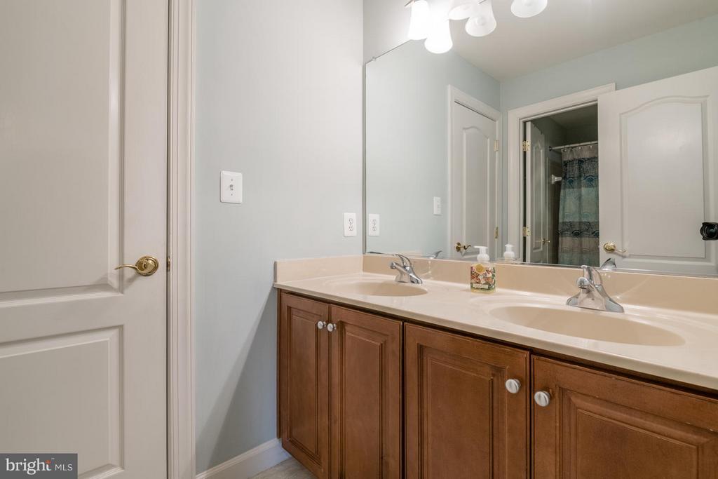 Bath Three with Private Bath and WC Area - 3013 ROSE CREEK CT, OAKTON